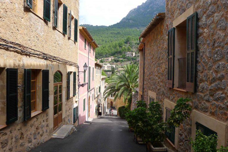 Deia Street