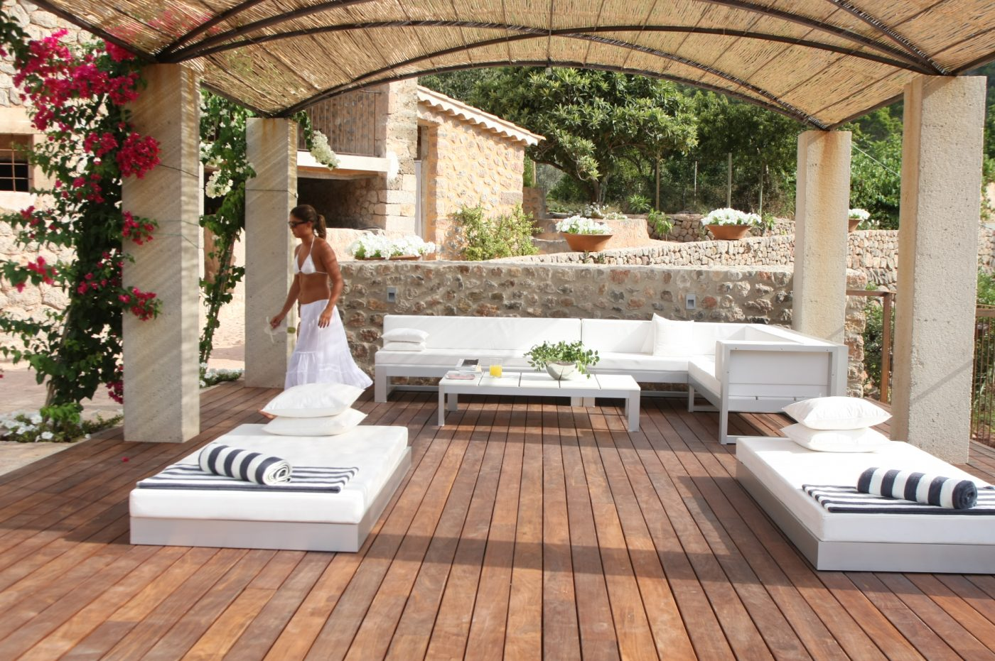 Lemon orchard estate a glorious luxury villa in mallorca for Ideas decoracion terrazas exteriores